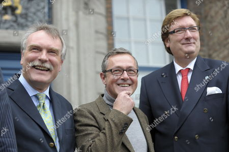Swedish Theatre Director Staffan Valdemar Holm (c) Smiles Next to Lord Mayor Dirk Elbers (r) and North-rhine Westphalia's State Secretary For Culture Hans-heinrich Grosse-brockhoff (l) in Front of the City Hall in Duesseldorf Germany 28 September 2009 Holm Born in 1958 in Southern Sweden was Presented As Next Artistic Director of Duesseldorf's Theatre Following a Decision by the Playhouse's Board He Will Succeed Mrs Niermeyer From the 2011/2012 Season on Germany Duesseldorf
