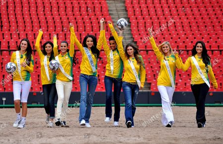 (l-r) Miss New Zealand Kahurangi Julia Taylor Miss Egypt Sanaa Ismail Hamed Miss Brazil Tamara Almeida Silva Chinese Miss World Zilin Zhang Miss South Africa Tansey Coetzee Miss Italy Claudia Russo Miss Usa Mercia Lane Lindell and Miss Spain Patricia Yurena Rodriguez Alonjo Present the Official Competition Ball During a Photo Call at Ellis Park Stadium in Johannesburg South Africa 20 November 2008 South Africa Johannesburg