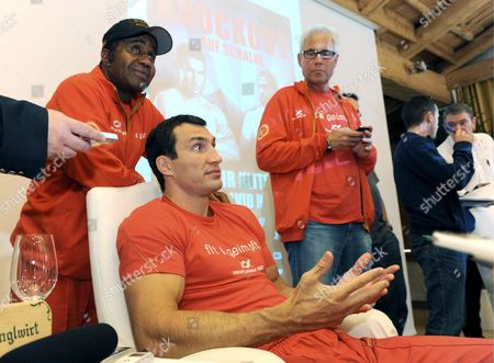 Ukrainian Heavyweight World Champion Vladimir Klitschko (c) with His Manager Bernd Boente (r) and His Coach Emanuel Steward During a Press Conference in Going Austria 03 June 2009 Klitschko was Supposed to Defend His Wbo and Ibf Titles Against His Challenger British Haye who Now Cancelled the Fight Due to an Injury the Fight was Scheduled For 20 June 2009 in Gelsenkirchen Austria Going