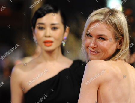 Jury Members Us Actress Renee Zellweger (r) and Chinese Actress Yu Nan Arrive For the Premiere of the Opening Film 'Tuan Yuan' ('apart Together') That Runs in Competition of the 60th Berlin International Film Festival in Berlin Germany 11 February 2010 the Festival Runs Until 21 Febuary 2010 Germany Berlin