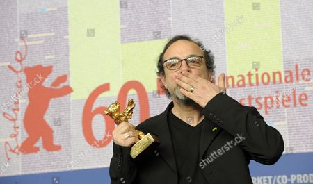 Turkish Director Hasan Semih Kaplanoglu Blows a Kiss While Holding the Golden Bear For the Best Film For the Movie 'Honey' During the Press Conference After the Closing Ceremony of the 60th Berlinale International Film Festival in Berlin Germany 20 February 2010 Up to 400 Films Are Shown Every Year As Part of the Berlinale's Public Programme the Berlinale is Divided Into Different Sections Each with Its Own Unique Profile Germany Berlin