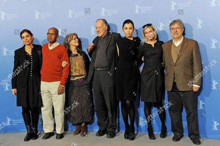 Italian Director Francesca Comencini (l-r) Somali Novelist Nuruddin Farah German Actress Cornelia Froboess German Director and Jury President Werner Herzog Chinese Actress Yu Nan Us Actress Renee Zellweger and Spanish Producer Jose Maria Morales Attend a Photocall of the Berlinale Jury on the Occasion of the 60th Berlinale International Film Festival in Berlin Germany 11 February 2010 the Festival Runs From 11 to 21 February Germany Berlin