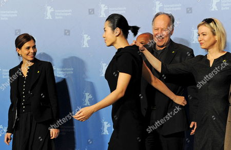Italian Director Francesca Comencini (l-r) Chinese Actress Yu Nan German Director and Jury President Werner Herzog and Us Actress Renee Zellweger Attend a Photocall of the Berlinale Jury on the Occasion of the 60th Berlinale International Film Festival in Berlin Germany 11 February 2010 the Festival Runs From 11 to 21 February Germany Berlin