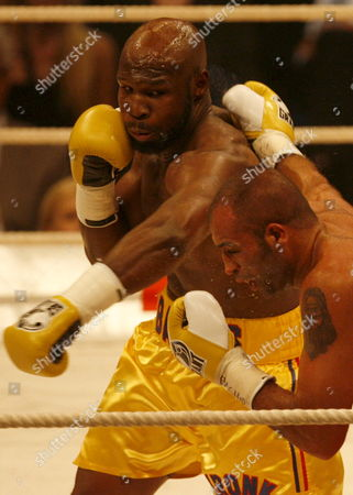Us Boxer Johnathon Banks (l) Vies with Italian Vincenzo Rossitto During Their Iso Cruiserweight World Championship Bout at the Colorline Arena in Hamburg Germany 12 July 2008 Germany Hamburg