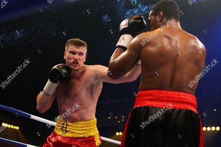 Ukrainian Born Alexander Dimitrenko Punches U S Heavyweight Boxer Eddie Chambers During Their Wbo Eliminator Boxing Match Inhamburg Germany 04 July 2009 Germany Hamburg