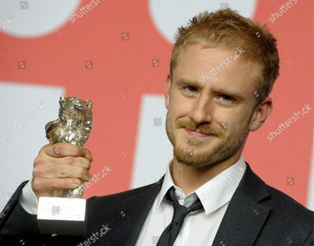 Us Actor Ben Foster Poses with the Silver Bear at the 59th Berlin International Film Festival in Berlin Germany 14 February 2009 Foster Accepted the Silver Bear For Best Script For the Film 'The Messenger' on Behalf of Writers Oren Moverman and Alessandro Camon Germany Berlin