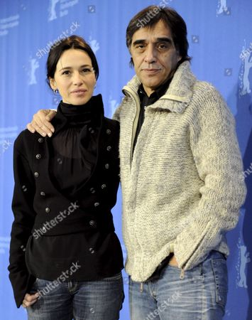 Spanish Actress Ariadna Gil and Spanish Director Agustin Diaz Yanes Pose at the Photocall For the Film 'Just Walking' at the 59th Berlin International Film Festival in Berlin Germany 07 February 2009 the Film Runs in the Panorama Special Section a Total of 18 Film Compete For the Silver and Golden Bears of the 59th Berlinale Germany Berlin