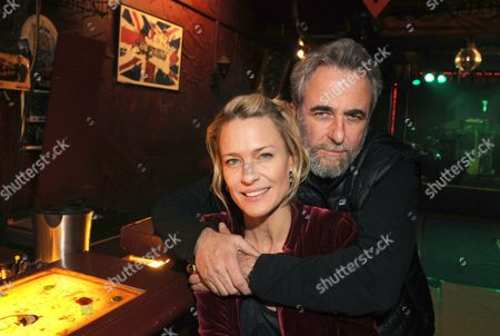 Us Actress Robin Wright (l) and Israeli Director Ari Folman (r) Pose During the Shooting of Their Movie 'The Congress' in Berlin Germany 24 March 2011 Germany Berlin