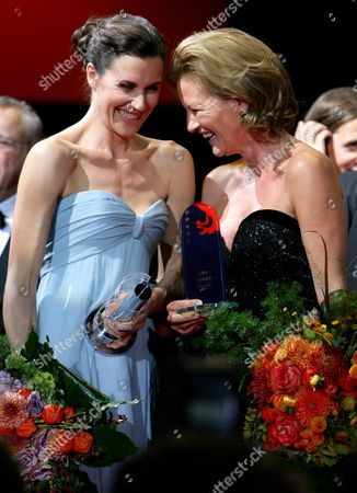 German Actresses Suzanne Von Borsody (r) and Nina Kunzendorf on Stage During the Awarding Ceremony of the 20th Hessian Film and Cinema Prize (hessischer Film- Und Kinopreis) at the Alte Oper in Frankfurt an Main Germany 16 October 2009 Borsody Received the Honor Prize and Kunzendorf was Awarded For Her Role in the Production 'Tatort: Neuland' of the Hessischer Rundfunk (hr) Germany Frankfurt Am Main