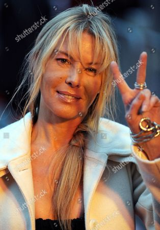 Canadian Actress and Jury President Deborah Kara Unger Flashes the Victory Sign During the Opening of the 17th Oldenburg Film Festival in Oldenburg Germany 15 September 2010 Germany Oldenburg