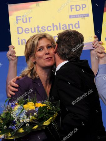 Chariman of the Liberals (fdp) Guido Westerwelle (r) Hugs with Silvana Koch-mehrin (l) Fdp's Top Candidate For the Euroepan Elections at the Federal Party Convention in Hanover Germany 17 May 2009 Germany Hanover