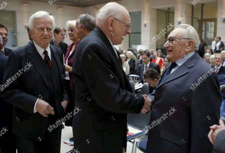 Recipients of the 'Deutsche Gesellschaft' (lit : German Society) Prize For German and European Rapprochement Former Foreign Minister of Poland Wladyslaw Bartoszewski (c) and Former High Ranking German Politician Egon Bahr (r) Shake Hands While Former German President and Laudator Richard Von Weizsaecker Passes by at the Sidelines of the Award Ceremony in Berlin Germany 12 November 2008 Germany Berlin