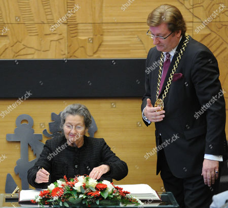 French Politician Simone Veil (l) Signs in a Book After Being Awarded with the Heinrich Heine Prize As Dirk Elbers First Mayor of Duesseldorf Looks on in Duesseldorf Germany 13 December 2010 Veil Received the Prize That Carries a Value of 50 000 Euro and Ranks Among the Most Highly-esteemed Literary Prizes Germany Duesseldorf