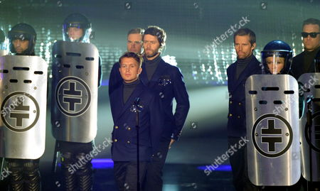 British Band Take That Mark Owen (c-l Front) Gary Barlow (c-l Back) Howard Donald (c) Jason Orange (3-r) and Robbie Williams (r) Perform on Stage During the 2011 Echo Music Awards Ceremony in Berlin Germany 24 March 2011 the Echo Music Award is Presented in 25 Categories Germany Berlin