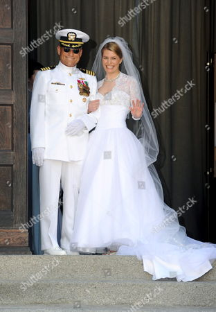 Bride Kelly Jeanne Rondestvedt (r) Arrives at Her Wedding with Hubertus Michael Hereditary Prince of Saxe-coburg (not Pictured) Accompanied by Her Father Christian Robert Rondestvedt (l) in Coburg Germany on 23 May 2009 Approximately 400 Guests Including Members of All European Royal Houses Were Expected For the Wedding Germany Coburg