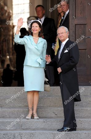 Sweden's King Carl Gustaf (r) and Queen Silvia (l) Arrive For the Wedding of Hubertus Michael Hereditary Prince of Saxe-coburg and Gotha with Kelly Rondestvedt of the Us in Coburg Germany on 23 May 2009 Approximately 400 Guests Including Members of All European Royal Houses Were Expected For the Wedding Germany Coburg