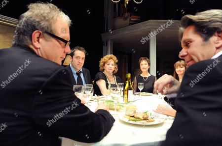 Stock Photo of Jeff Perry (Bill), Ian Barford (Little Charles), Rondi Reed (Mattie), Deanna Dunagan (Violet), Sally Murphy (Ivy) and Gary Cole (Steve)