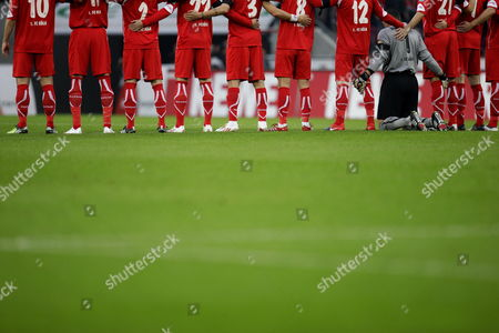 Faryd Mondragon Cologne's Goalkeeper Kneels on the Pitch Between His Teammates During a Minute's Silence in Honour of Late German National Goalkeeper Robert Enke who Committed Suicide on 10 November 2009 Ahead of the German Bundesliga Soccer Match Fc Cologne Vs 1899 Hoffenheim at Rheinenergiestadium in Cologne Germany 21 November 2009 (attention: Blocking Period! the Dfl Permits the Further Utilisation of the Pictures in Iptv Mobile Services and Other New Technologies Only Two Hours After the End of the Match the Publication and Further Utilisation in the Internet During the Match is Restricted to Six Pictures Per Match Only ) Germany Cologne