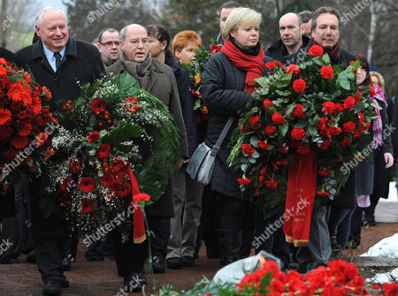 (l-r) Oskar Lafontaine Gregor Gysi Gesine Loetzsch and Klaus Ernst of the German Left Party Carry Wreaths on Their Way to the Cenotaph of the Socialists During a Wreath Laying Ceremony in Honour of Murdered Communist Leaders Rosa Luxembourg and Karl Liebknecht at the Cemetry in Friedrichsfelde Berlin Germany on 09 January 2011 Several Hundred People Commemorated the Murder of the Communist Leaders Rosa Luxembourg and Karl Liebknecht They Were Shot by Freikorps Soldiers on 15 January 1919 in Berlin Germany Berlin