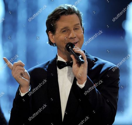 German Actor Thomas Heinze Performs Songs of Late German Entertainer Harald Juhnke During the Live Television Show 'Willkommen Bei Carmen Nebel' (welcome to Carmen Nebel) at the 'Velodrom' in Berlin Germany 14 March 2009 Germany Berlin
