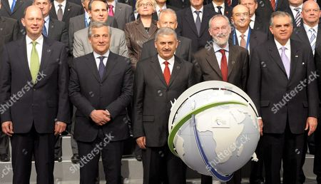 (l-r) German Minister of Transport Wolfgang Tiefensee Vice President of the Eu Commission Antonio Tajani Turkish Minister of Transport Binali Yildirim Secretary General of the International Transport Forum Jack Short and Us Minister of Transport Ray Lahood Line Up For a Group Photo at the International Transport Forum in Leipzig Germany 28 May 2009 Scientists Ministers of Transport and Economic Leader From 52 Countries Meet at the Forum to Discuss on New Ways out of the Global Crises and on How an Efficient Global Transport System of the 21st Century Should Be Designed Germany Leipzig