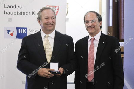 Lawrence Summers (l) Former Usáminister of Finance is Awarded with the 'Weltwirtschaftlicher Preis' (world Economy Prize) by Dennis Snower President of the Institute For World Economics Ifw at the University in Kiel Germany 18 June 2011 the Ifw the Kiel University As Well As the German Chamber of Industry and Commerce Award the Honorary Prize Anually to Each a Politician Scientist and Entrepreneur who Have Proved to Be a Mentor For an Open Worldwide Economy Germany Kiel