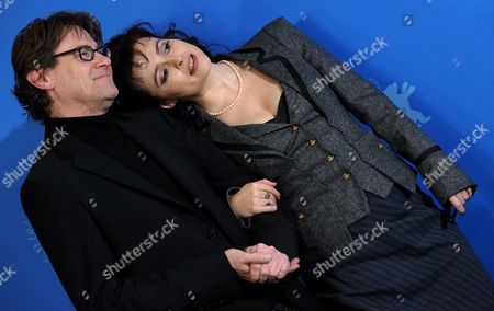 British Actress Helena Bonham Carter (r) and British Author Nigel Slater (l) Pose During the Photocall of the Film 'Toast' During the 61st Berlin International Film Festival in Berlin Germany 16 February 2011 the Film by British Director S J Clarkson is Presented in the Berlinale Special Section at the International Film Festival the 61st Berlinale Runs From 10 to 20 February 2011 Germany Berlin