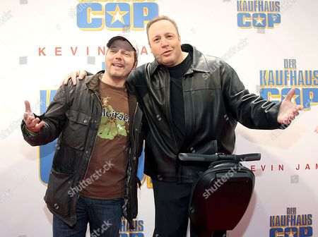 Us Actor Kevin James (r) and German Comedian Mario Barth Pose During the Film Premiere of 'Paul Blart: Mall Cop' ('der Kaufhaus Cop') at Mathaeser Filmpalast in Munich Germany 22 March 2009 the Comedy Will Be in German Cinemas From March 26 Onwards Germany Munich