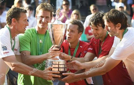 Germany's Team (l-r) Team Captain Patrick Kuehnen Florian Mayer Philipp Kohschreiber Philipp Petzschner and Christopher Kas Celebrate with the Trophy As Winner of the World Team Cup After the World Team Cup Finale Match Germany Vs Argentina at the Rochusclub in Duesseldorf ágermany 21 May 2011 Germany Duesseldorf