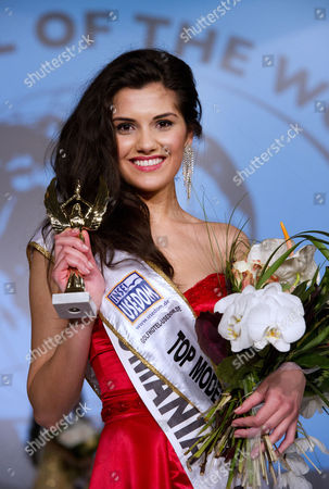 Romanian Loredana Salanta (c) Wins the 'Top Model of the World' Pageant at the Seaside Resort of Heringsdorf on Usedom Island Germany on 16 March 2011 According to the Organisers the Pageant Which was Held For the First Time in 1993 is the Biggest International Top Model Pageant Germany Heringsdorf