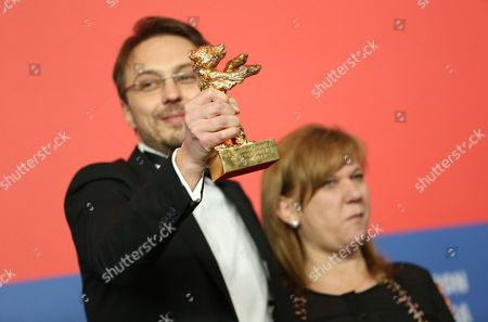 Romanian Director Calin Peter Netzer (l) and Producer Ada Solomon (r) Pose with the Golden Bear Award For Best Film For His Movie 'Pozitia Copilului' (child's Pose) During a Press Conference After the Closing Ceremony of the 63rd Annual Berlin International Film Festival in Berlin Germany 16 February 2013 the Berlinale Runs From 07 to 17 February Germany Berlin