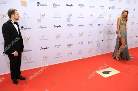 Stock Image of German Model Alessandra Pocher (r) and German Actor Oliver Pocher Arrive For the Bambi Award Ceremony 2012 in Duesseldorf Germany 22 November 2012 the Bambis Are the Main German Media Awards and Are Presented For the 64th Time Germany Düsseldorf