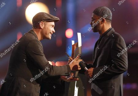 Us Saxophonist Kenny Garrett Receives a Prize by Pesenter Roger Cicero (l) During the 'Echo Jazz' Award 2013 Ceremony in Hamburg Germany 23 May 2013 the Awards in 30 Categories Will Be Awarded For the Fourth Time by the German Phono Academy Germany Hamburg