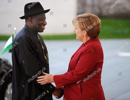 German Chancellor Angela Merkel (r) Receives Nigerian President Goodluck Ebele Jonathan at the Chancellery in Berlin Germany 19 April 2012 Germany Berlin