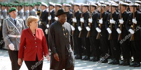 German Chancellor Angela Merkel (2l) Receives Nigerian President Goodluck Ebele Jonathan at the Chancellery in Berlin Germany 19 April 2012 Germany Berlin