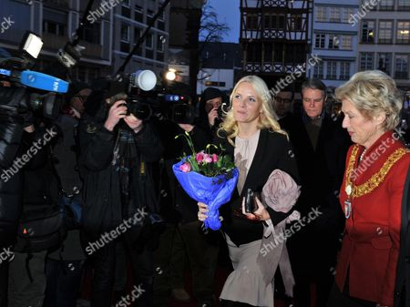 Mette-marit (l) Crown Princess of Norway is Greeted by Lord Mayor of Frankfurt Petra Roth (r) in Front of the City Hall in Frankfurt Am Main Germany 08 February 2012 the Norwegian Princess Will Open the Edvard Munch Exhibition at the Schirn Later the Same Day Germany Frankfurt Am Main