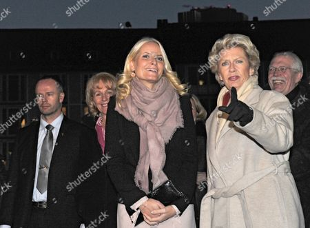 Mette-marit (l) Crown Princess of Norway and Lord Mayor of Frankfurt Petra Roth Arrive at the City Hall in Frankfurt Main Germany 08 February 2012 the Norwegian Princess Will Open the Edvard Munch Exhibition at the Schirn Later the Same Day Germany Frankfurt Am Main