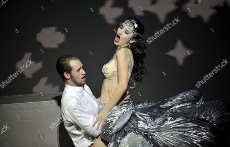 Soprano Anna Prohaska (r) As Inanna and Tenor Jussi Myllys As Tammu Perform in a Scene During a Press Rehearsal of the Opera 'Babylon' at the Bavarian State Opera in Munich Germany 22 October 2012 the Opera Premieres on 27 October Germany Munich