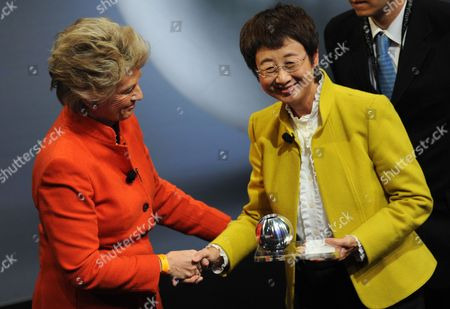 Former Mayor of Frankfurt Am Main Petra Roth (l) Hands Over to Mayor of the Japanese City Sendai Emiko Okuyama the Honour Prize of the German Sustainability Awards 2012 in Duesseldorf Germany 06 December 2012 Okuyama Received the Prize For Her Outstanding Commitment in the Sustainable Reconstruction of Her Tsunami Devastated City Germany Düsseldorf