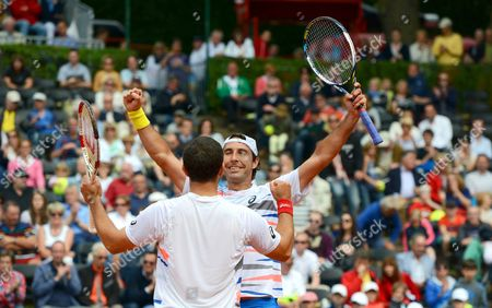 Mexico's Santiago Gonzalez (r) and Scott Lipsky (l) of the Usa Celebrate After Beating Germany's Martin Emmrich and Christopher Kas During Their Doubles Final of the Atp Tennisátournament in Duesseldorf Germany 24 May 2014 Germany Duesseldorf