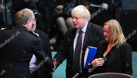 Metropolitan Police Commissioner Sir Ian Blair and Mayor of London Boris Johnson shake hands.