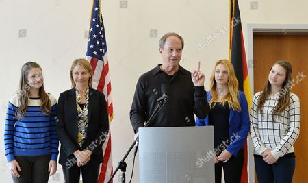 New Us Ambassador to Germany John B Emerson (c) Arrives with His Wife Kimberly Marteau Emerson (2-l) and His Three Daughters (l-r) Hayley Jackie and Taylor in Berlin Germany 15 August 2013 Emerson was Officially Sworn in by Us Secretary of State Kerry on 07 August 2013 Germany Berlin