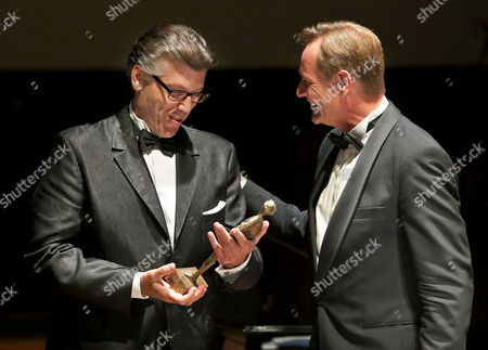 Us Baritone Thomas Hampson (l) Receives His Prize From Leipzig Mayor Burkhard Jung (r) During the Mendelssohn Prize Ceremony at the Gewandhaus Concert Hall in Leipzig Germany 28 September 2013 Germany Leipzig