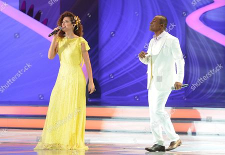Brazilian Artists Vanessa Da Mata (l) and Alexandre Pires (r) Perform During the Final Draw For the Preliminary Round Groups of the Fifa World Cup 2014 in Costa Do Sauipe Bahia Brazil 06 December 2013 Brazil Costa Do Sauipe