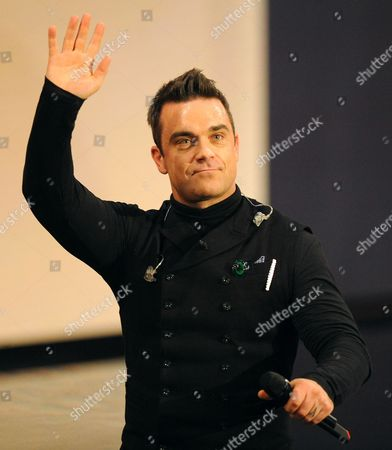 British Entertainment Robbie William Former Member of Hit Vocal Group Take That Acknowledges the Applause From the Audience After Performing in the Popular Sunday Night Programme 'Wetten Dass ? (you Bet??) at Bremen Tv Studios Late 3 November 2012 Robbie and His Wife Ayda Field Recently Celebrated the Birthday of a Baby Girl Theodora Rose Germany Bremen