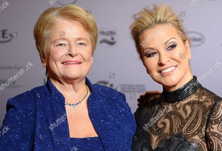 Norwegian Former Prime Minister Gro Harlem Brundtland (l) and Us Singer Anastacia Arrive For the German Sustainability Award Ceremony in Duesseldorf ágermany 22 November 2013 the Award Honours Germany's Most Sustainable Companies and Building Projects Germany Duesseldorf