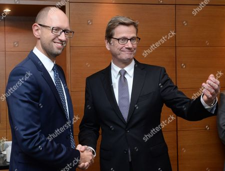 German Foreign Minister Guido Westerwelle (r) Holds Talks with Party Whip of the Opposition Party Batkiwschtschina Arseni Jazenjuk (l) in Kiev Ukraine 10 October 2013 One of the Issues is the Release of the Former Head of Government Timoschenko who is Detained Ukraine Kiev