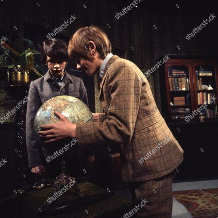 Stock Photo of (Dai) David Bradley (as Peter Weekes) and Philip Maskery (as David Stilgoe)