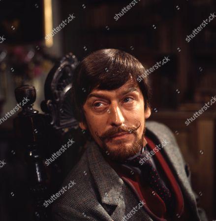 Gerry Cowan (as Jacklin Flaxton)