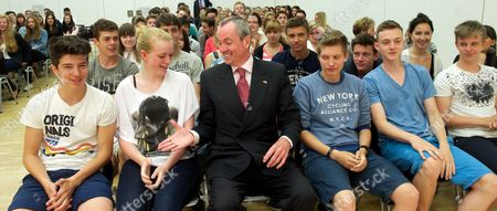 Us Ambassador in Germany Philip D Murphy Pays a Farewell Visit to Pupils in Leipzig Germany 11 June 2013 After Almost Four Years His Term of Office in Germany Comes to an End Germany Leipzig